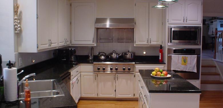 Dantona 1 Kitchen Before.jpg