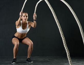 Mulher, com, condicão física, cordas