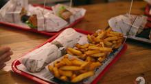 Skrivnostni izzivi in okusni burgerji