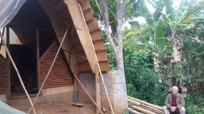 Oficina de Jardim Vertical com Gernot Minke no Tibá