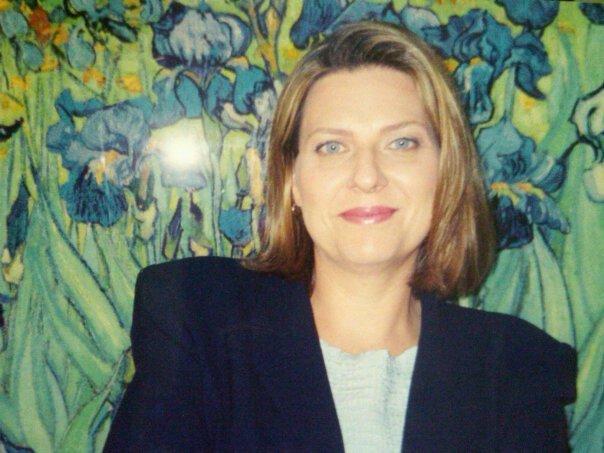 Eva Murdock - ART DIRECTOR