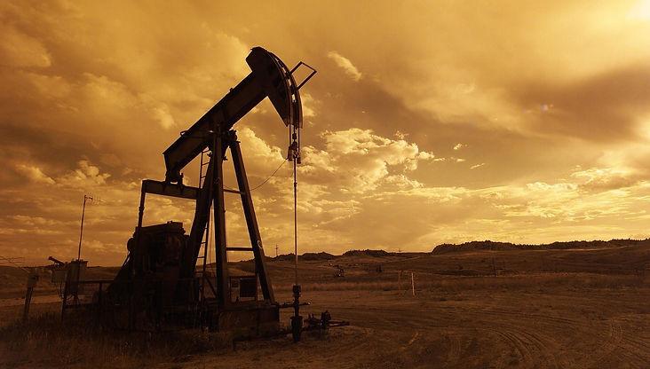 oil-pump-jack-1407715_1920_edited.jpg