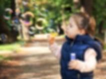 טיפול במשחק הינו טכניקה המתמקדת בטיפול בילדים ומתבגרים באמצעות שימוש במשחקים שונים ומתבצע במרכז מומחים רימון על ידי מטפלים מוסמכים ומנוסים מתחום ההבעה והיצירה