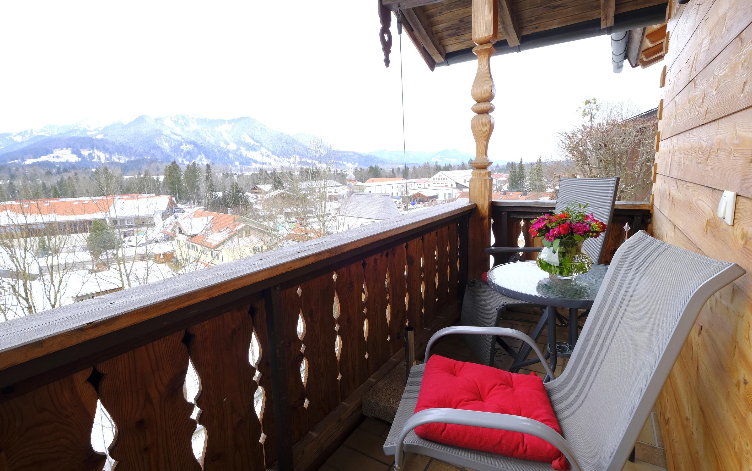 Balkon mit Brauneckblick
