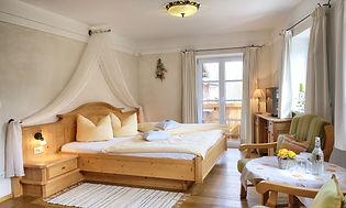 Zimmer Veilchen Gästehäuser Holzerhof