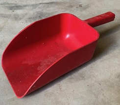 plastic_feed_scoop_brookfield_poultry_eq