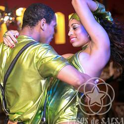 Латиноамериканское шоу, танцоры на праздник
