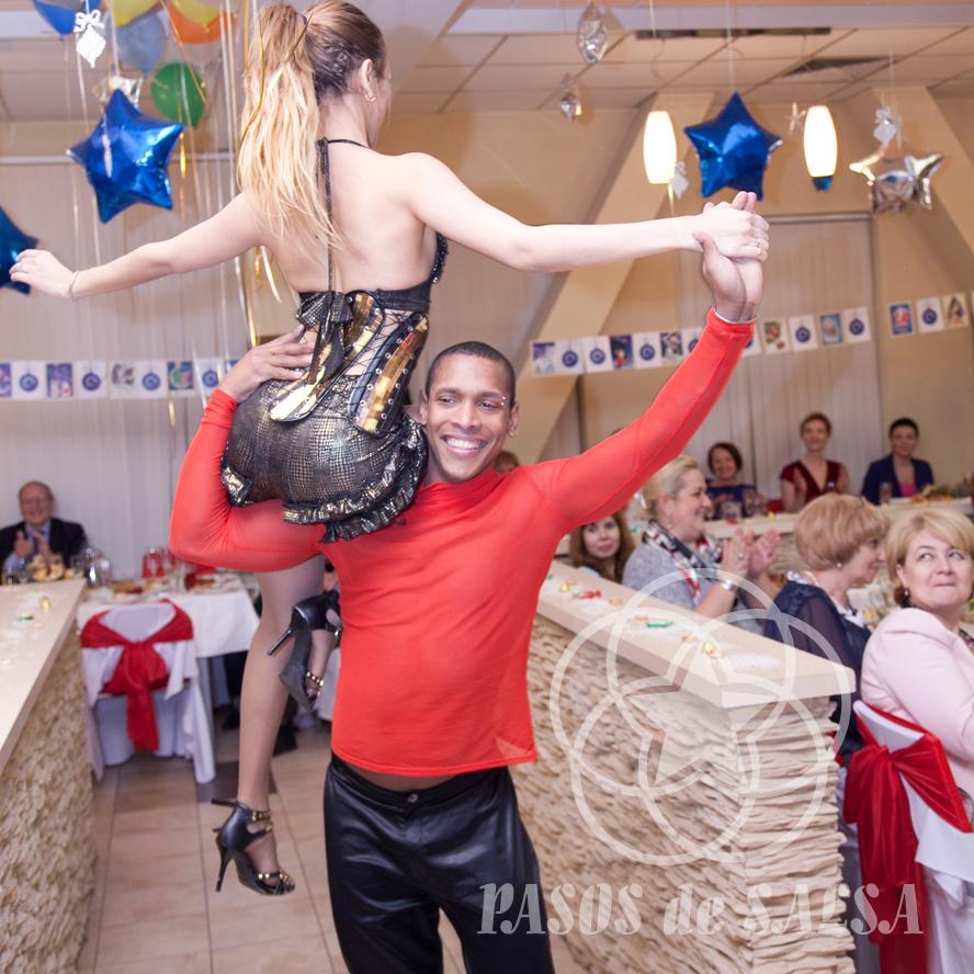 Профессиональные танцоры, показательные номера, кубинская сальса
