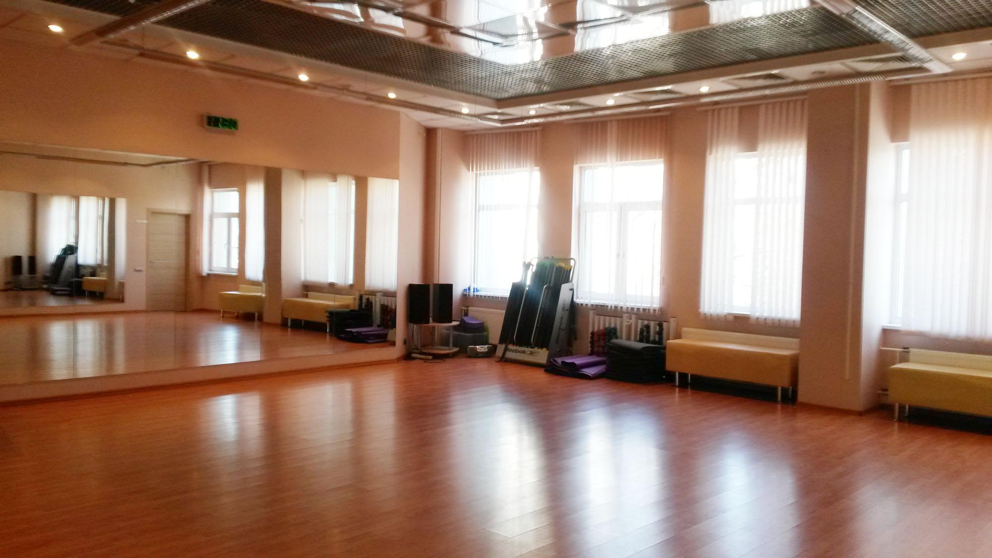 Зал для занятий школы PASOS de SALSA