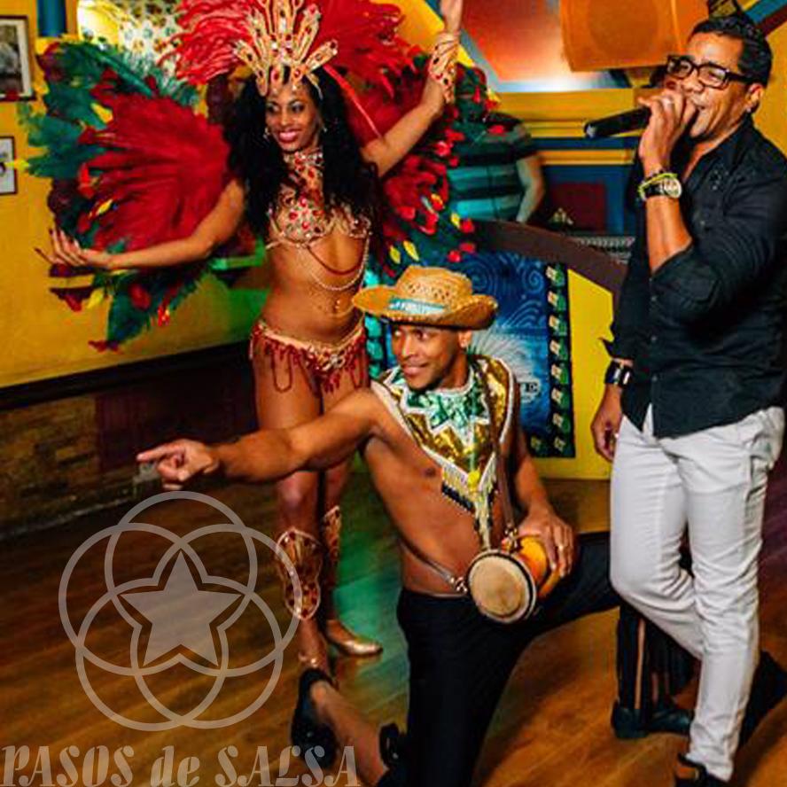Кубинские танцоры на праздник и юбилей