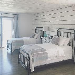 waters edge eco lodge double room