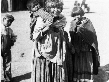 apache_indian_grandmother_carrying_edite