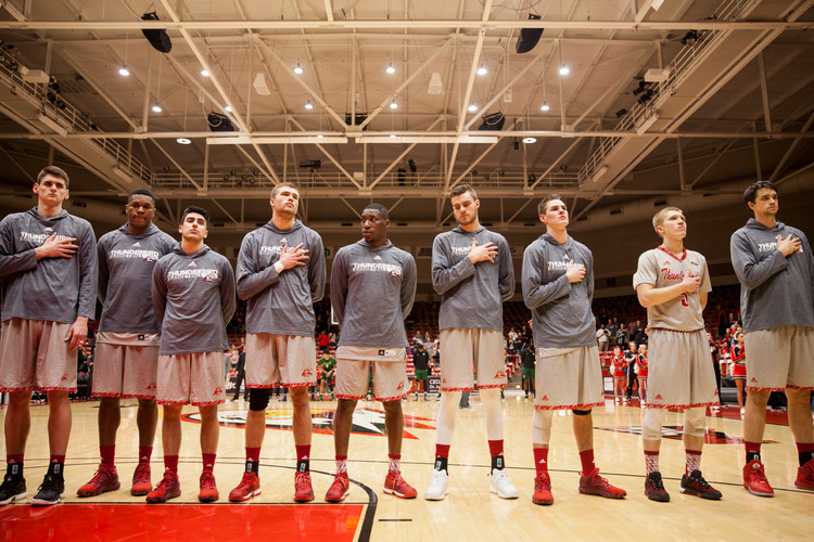 Before the game's kick off, players listen the audience singing the national anthem in a moment of concentration. In a cold Saturday night in Cedar City, the SUU Centrum Arena received the fifth conference game, where the boys basketball team lost against Portland State University (77-88). © January 2017