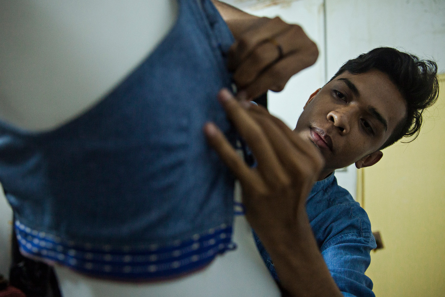 Domingos Barros sews a top at Look Dili Modeling Agency. Despite being a student in Business at Dili Institute of Technology, Barros' dream is to live as fashion designer. He said, he got the passion while growing up, because he used to make dresses for his dolls with materials like plastic. Barros said, making dresses for a model agency makes him feel great as he works together with Timorese models and use Timorese textile.