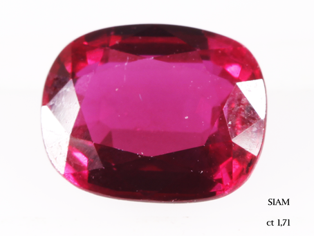 Analisi gemmologica di una pietra di colore