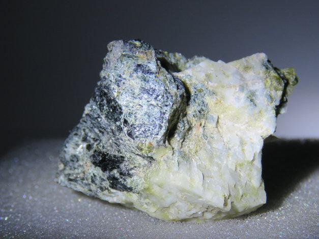 Leuchtenbergite, Lizardite, Magnesite from Norway