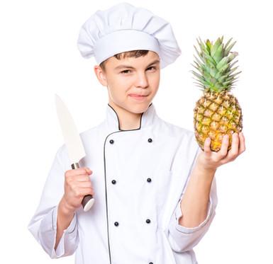 chef met mes en ananas.jpg