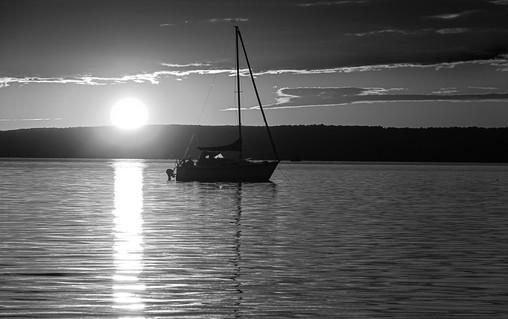 Mouillage au coucher de soleil