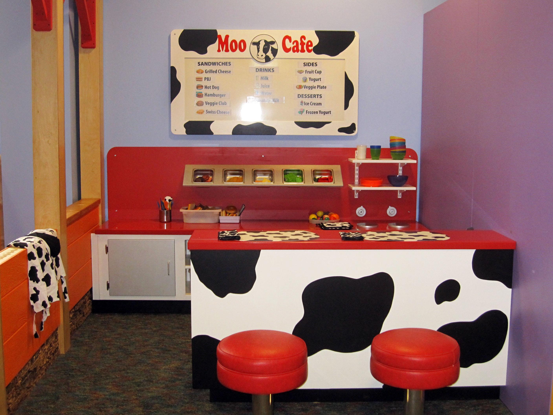 Moo Cafe: CMOL