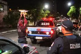 Bandido bota terror em moradores, em assalto a residência