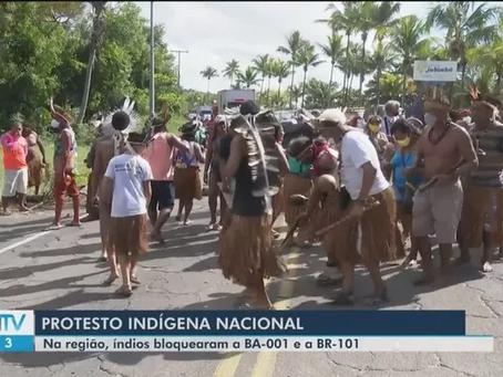 Indígenas bloqueiam rodovia em protesto