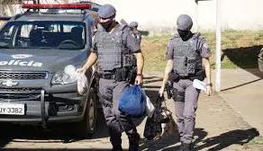 Quadrilheiros assaltam motorista e  roubam a carga de produtos eletrônicos em Campinas.