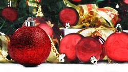 red_christmas_balls-wallpaper-1920x1080.