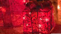 christmas_surprise_2-wallpaper-2400x1350
