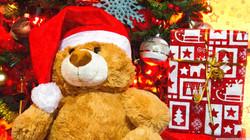 christmas_presents_under_the_fir_tree-wa