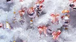 white_christmas_tree-wallpaper-2560x1440