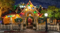 its_already_christmas_at_mickeys_house-w