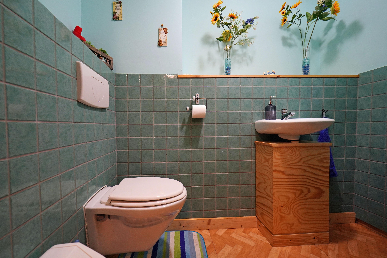 Wc naast groene en blauwe kamer