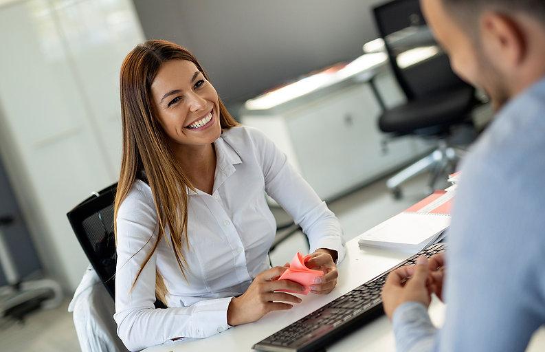 beautiful-woman-manager-communicates-wit