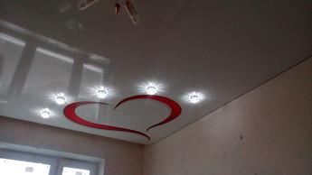 Фотопечать на потолке в зале