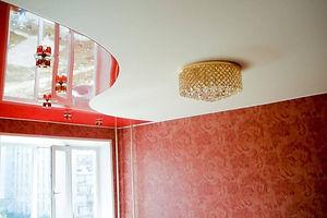 комбинированный потолок два цвета