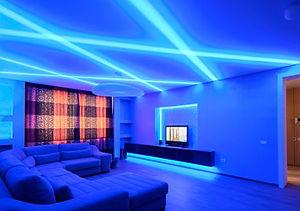световые линии на натяжном потолке, подсветка потолка, светящиеся линии