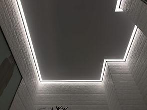 контурный потолок в ванной