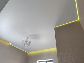 Парящий потолок с многоцветной подсветкой
