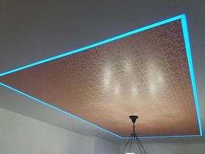 фактурный потолок с подсветкой