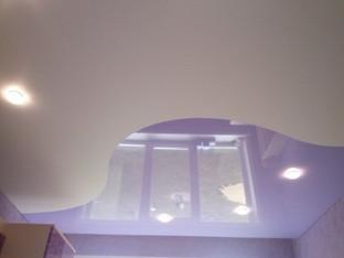 Комбинированный потолок в зале