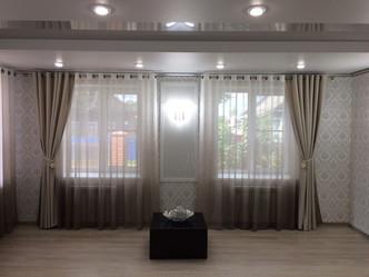 Двухуровневый потолок с нишей и точечными светильниками