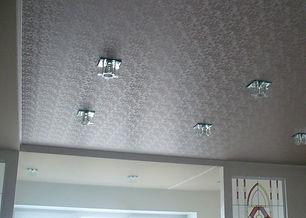Фактурный потолок в комнате