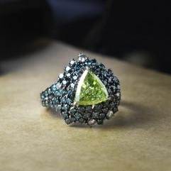 鑽石  GIA証 2.12克拉三角形綠鑽戒