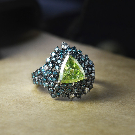 GIA証 2.12克拉三角形綠鑽戒