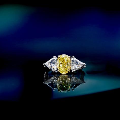 GIA証 橢圓型黃鑽戒