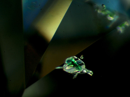 寶石鑑定:如何得知珠寶的種類、是否經過優化處理、確認寶石內含物及晶體:拉曼儀器