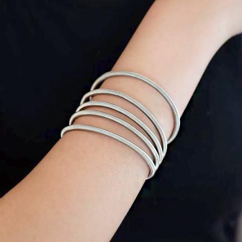 Tiziana bracelet_Try on