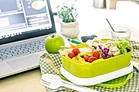computer healthy lunch.jpg
