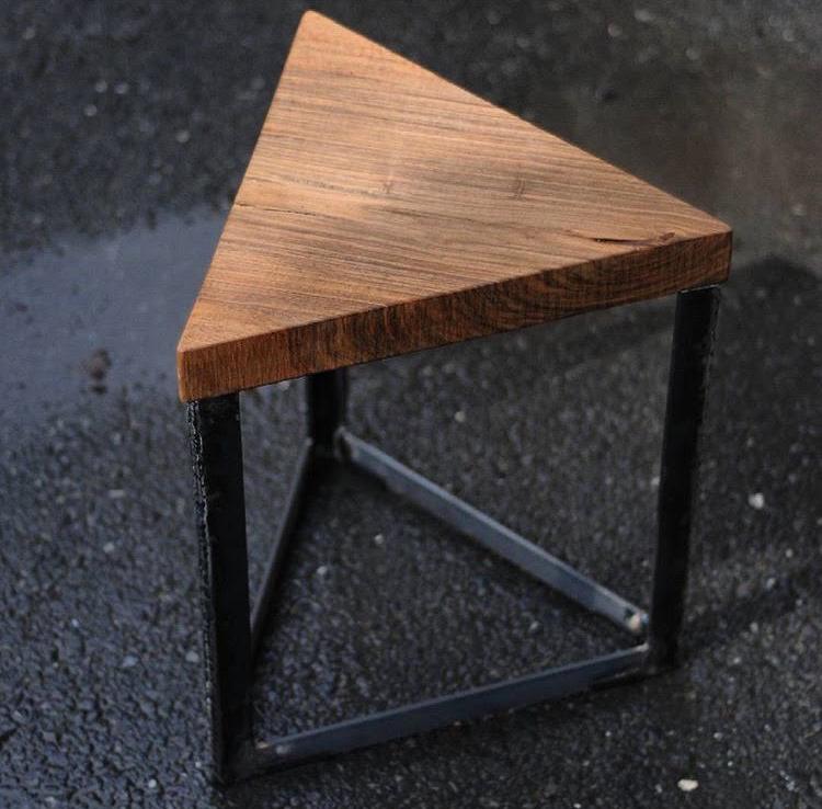 שולחן משולש