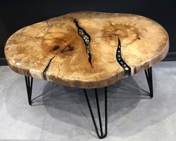 שולחן בוק פראי בשילוב אפוקסי